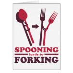El cucharear lleva al romance del amor que bifurca tarjeta