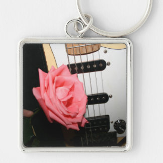 El cuerpo color de rosa rosado de la guitarra ata llaveros personalizados