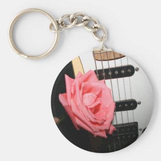 El cuerpo color de rosa rosado de la guitarra ata llavero personalizado