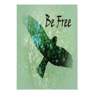 El cuervo altísimo del pájaro verde de los árboles invitaciones magnéticas