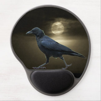 El cuervo camina por claro de luna alfombrilla de ratón con gel