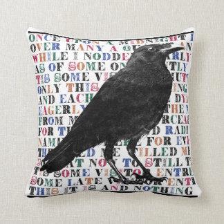 El cuervo cojín decorativo