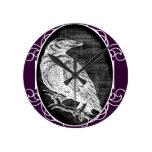 """""""El cuervo"""" inspiró diseño gráfico Reloj De Pared"""