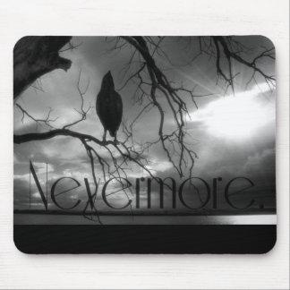 El cuervo - nunca más rayos de sol y árbol B&W Tapete De Ratones