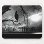 El cuervo - nunca más rayos de sol y árbol B&W Alfombrilla De Ratones