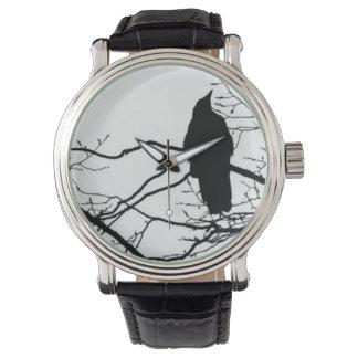 El cuervo - poeta en una rama de árbol relojes de pulsera