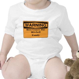 El cuidado aquí viene la familia traje de bebé
