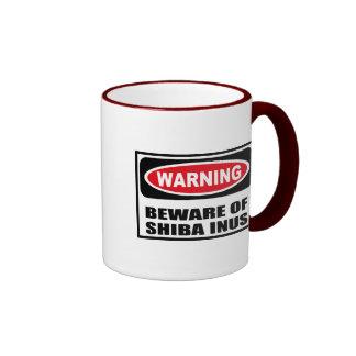El cuidado SE GUARDA de la taza de SHIBA INUS