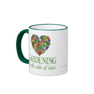 El cultivar un huerto en el lado de amor taza de dos colores