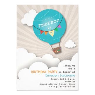 El cumpleaños azul de los niños del globo y de las invitaciones personalizada