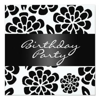 """El cumpleaños blanco y negro de la flor invita invitación 5.25"""" x 5.25"""""""