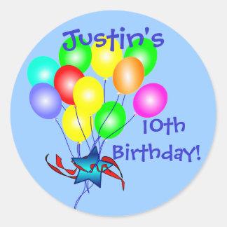 El cumpleaños colorido hincha a los pegatinas pegatinas redondas