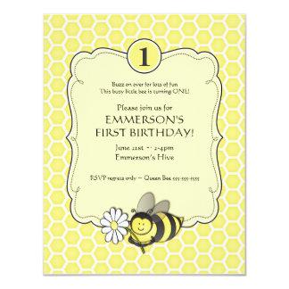 """El cumpleaños de la abeja de la miel invita invitación 4.25"""" x 5.5"""""""