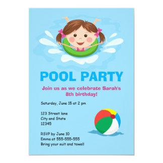 El cumpleaños de la fiesta en la piscina de los invitación personalizada