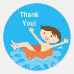 El cumpleaños de la fiesta en la piscina le agrade
