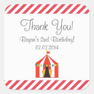 El cumpleaños de la tienda de circo le agradece pegatina cuadrada