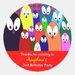 El cumpleaños de los niños le agradece los pegatina redonda