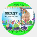 El cumpleaños de los niños le agradece S: Tren Pegatina Redonda