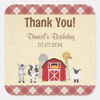 El cumpleaños del animal del campo le agradece los pegatina cuadrada