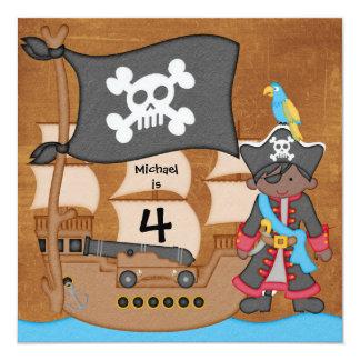 """El cumpleaños del barco pirata del muchacho del AA Invitación 5.25"""" X 5.25"""""""