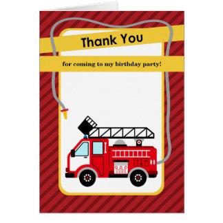 El cumpleaños del bombero del coche de bomberos le tarjeta de felicitación
