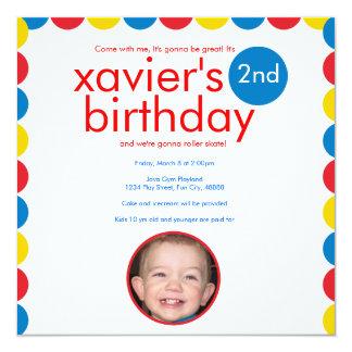 """El cumpleaños del círculo del color primario invitación 5.25"""" x 5.25"""""""