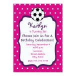 El cumpleaños del fútbol de los chicas invita a invitaciones personalizada