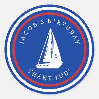 El cumpleaños del velero del niño le agradece los pegatina redonda