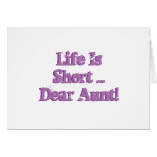 El cumpleaños divertido desea para la tía, púrpura tarjeta de felicitación