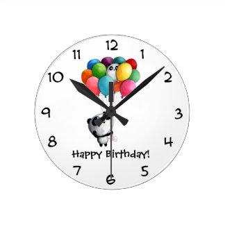 El cumpleaños hincha el oso de panda reloj redondo mediano