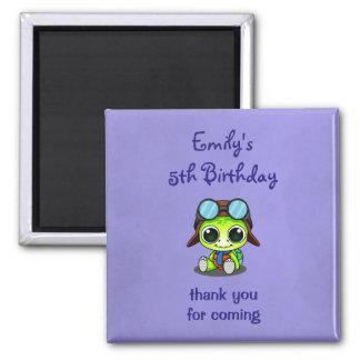 El cumpleaños lindo de la tortuga del dibujo imán cuadrado