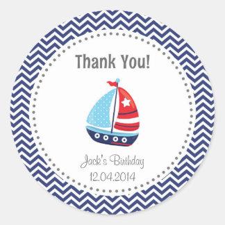 El cumpleaños náutico del velero le agradece azul pegatina redonda