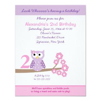 """El cumpleaños púrpura del chica del búho de pitido invitación 4.25"""" x 5.5"""""""