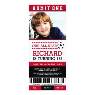 """El cumpleaños rojo y negro del boleto del fútbol invitación 4"""" x 9.25"""""""