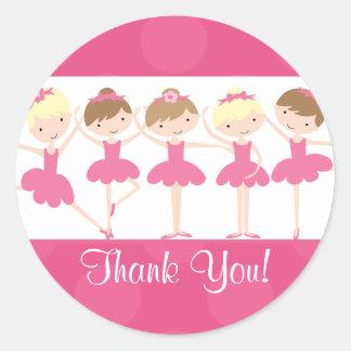 El cumpleaños rosado de la danza de la bailarina pegatina redonda
