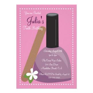 El cumpleaños rosado del esmalte de uñas invita