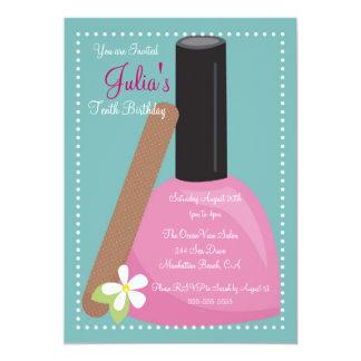 El cumpleaños rosado del esmalte de uñas invita comunicados personalizados