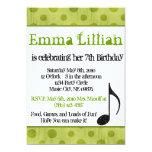 El cumpleaños verde de la nota de la música del anuncios personalizados