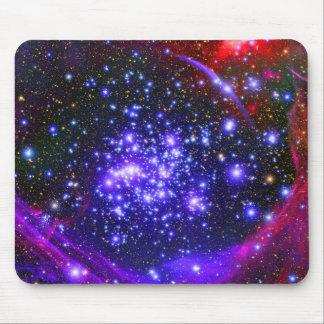 El cúmulo de estrellas de los arcos profundamente  tapete de ratón