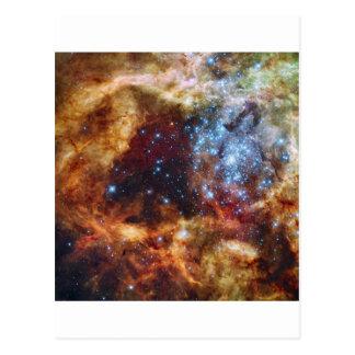 El cúmulo de estrellas R136 estalla hacia fuera la Postal