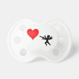 El Cupid armado destruye amor Chupetes De Bebé