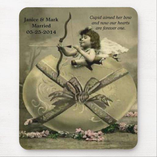 El Cupid del vintage apuntó su arco Mousepad