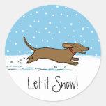 El Dachshund lo dejó nevar - perro feliz de la Etiquetas Redondas