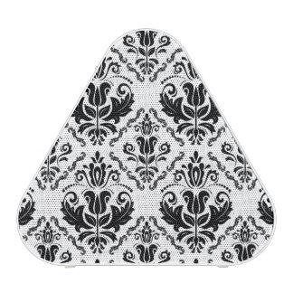 El damasco blanco negro elegante adorna el modelo altavoz bluetooth