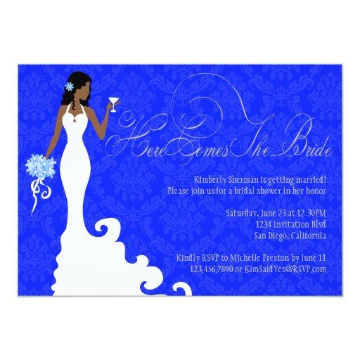 El damasco elegante de la plata del azul real aquí invitación 12,7 x 17,8 cm