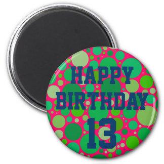 El décimotercero cumpleaños feliz en verde mancha imán redondo 5 cm