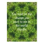 El decir de la cita de la sabiduría de Gandhi Tarjetas Postales