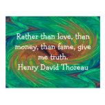 El decir de la cita de la sabiduría de Henry David Tarjeta Postal