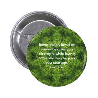 El decir de la cita de la sabiduría de Tzu del Lao Pin Redondo De 2 Pulgadas