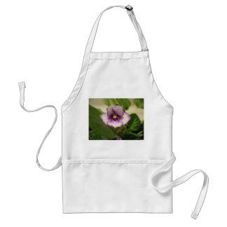 El delantal de la flor del lirio de día perfecto